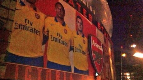 Arsenal to unveil away kit mural at emirates stadium for Emirates stadium mural